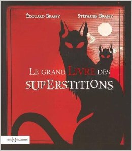 Le grand livre des superstitions couv